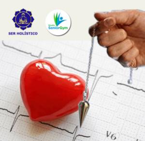 Pêndulo de radiestesia sobre um coração